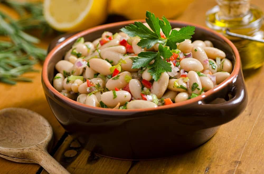 bowl of cooked white beans