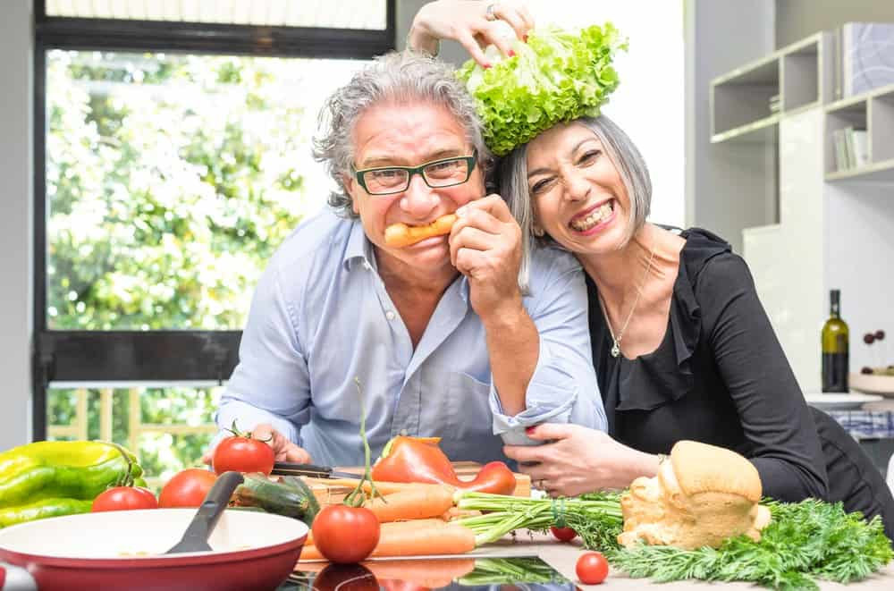 couple eats raw vegan diet