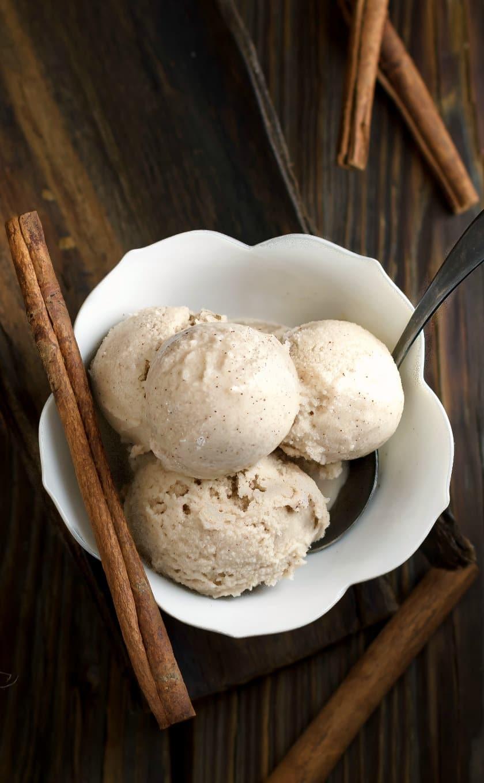 No milk ice cream with cinnamon