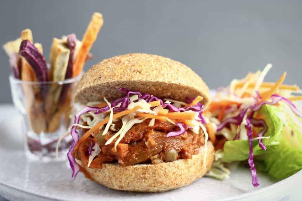 Vegan pulled pork sandwiches