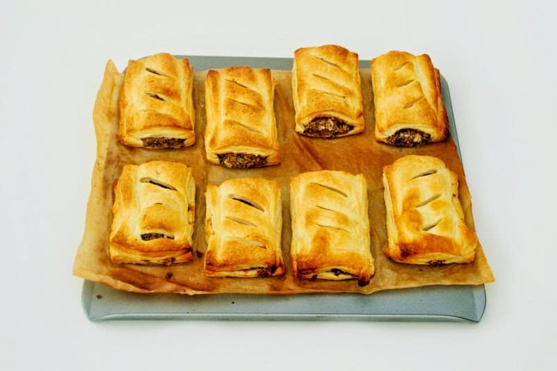 Meat-free sausage rolls with beans