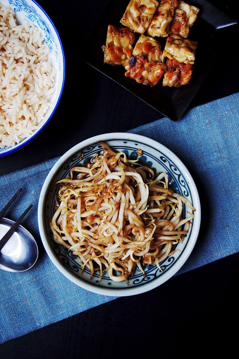 Simple bean sprout dish