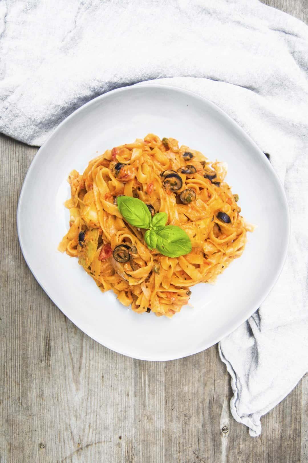 No dairy creamy tomato Mediterranean sauce for pasta