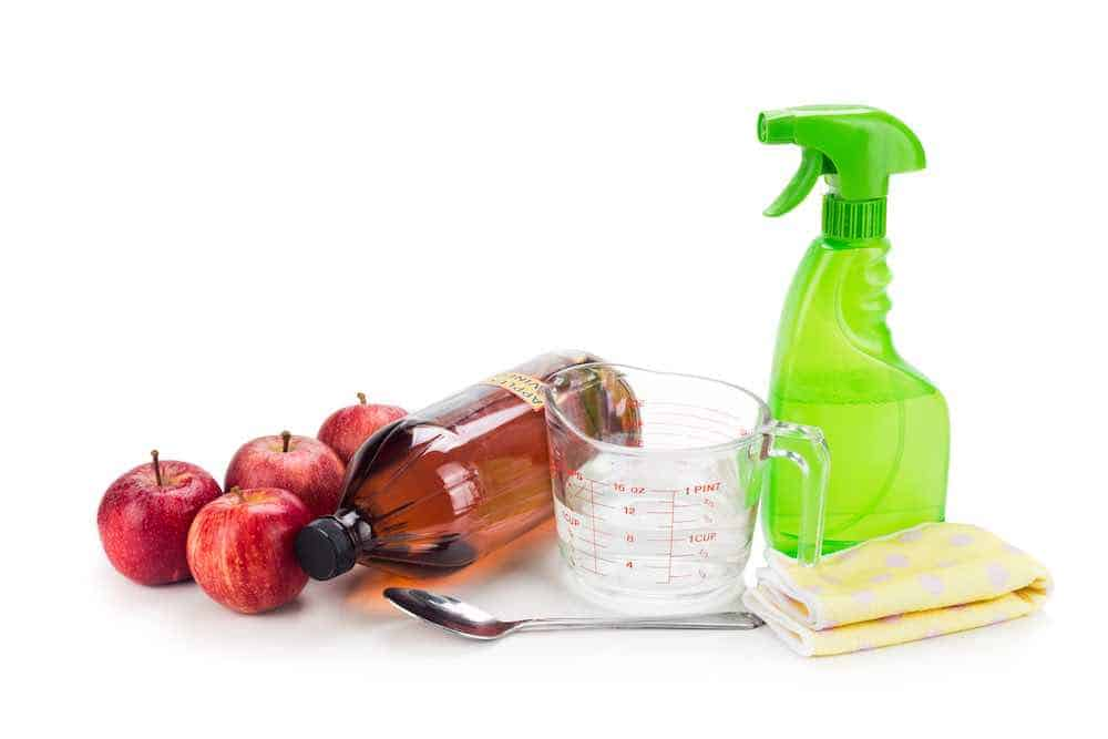 apple cider vinegar for cleaning with spray bottle and cloth